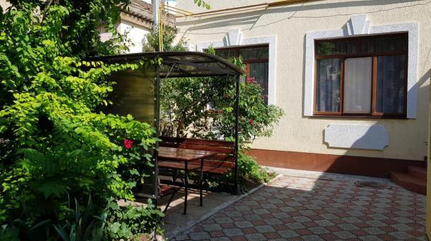 Евпатория ул. Кирова 16 дом четырехкомнатный